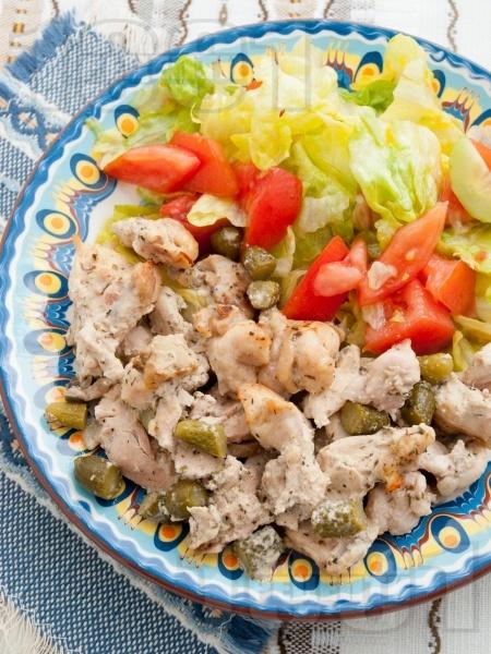 Пилешки филенца със сметана и кисели краставички - снимка на рецептата